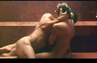 Chica negra con culo suave se folla a un chico blanco en el ver videos porno en español latino coche