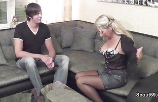 Lucky dude recibe una xxx gratis en español latino paja de una rubia bombón